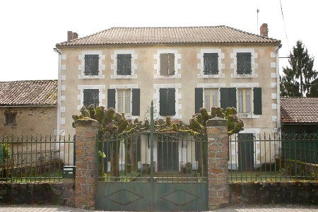 French property, houses and homes for sale in CONFOLENS, Charente, Poitou_Charentes