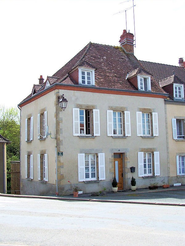 House for sale in cheniers creuse beautiful large for Separate garage cost