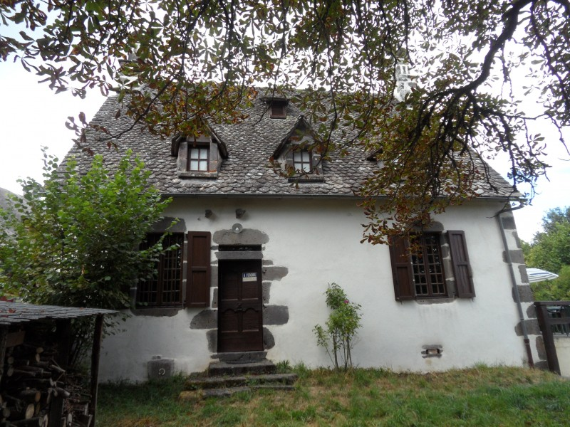 leggett house for sale in pleaux cantal picturesque 3 bed stone cottage with garden close. Black Bedroom Furniture Sets. Home Design Ideas