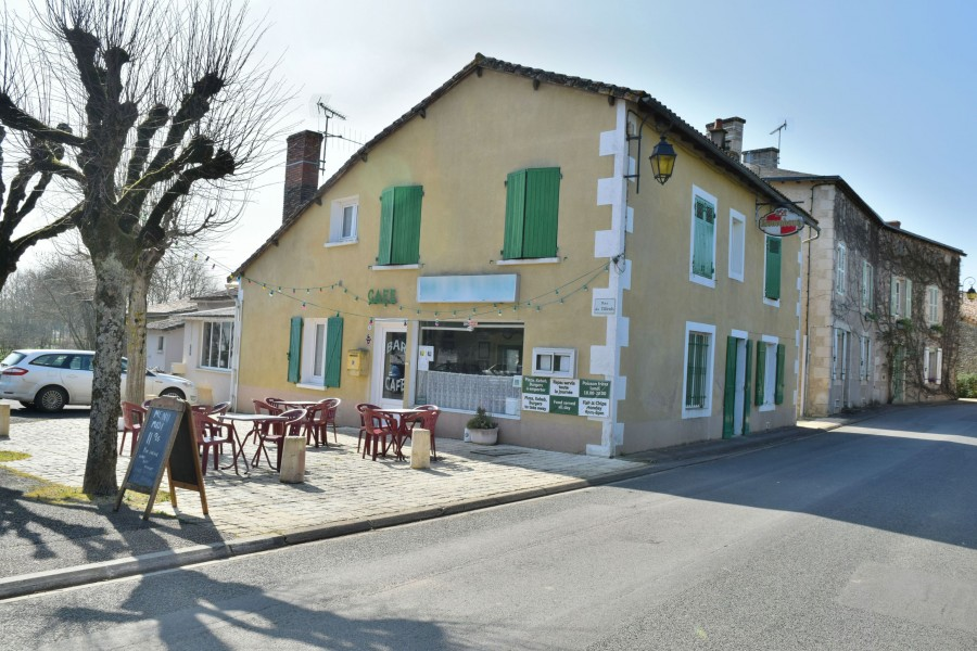 Commercial for sale in civray vienne established for Appart hotel vienne france
