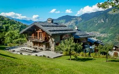 French ski chalets, properties in La Nouvaz, Courchevel Le Praz, Three Valleys