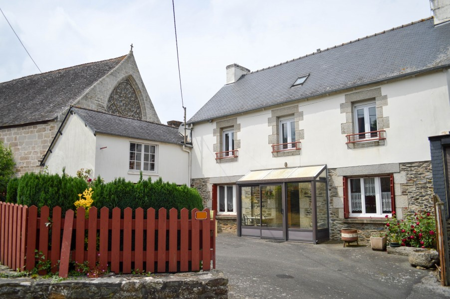Leggett house for sale in merleac cotes d armor large for I need a 4 bedroom house