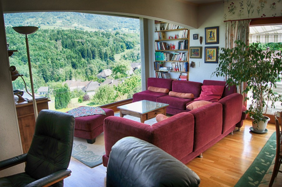 Substantial chambre d 39 hote gite with great views over lake for Chambre d hote annecy