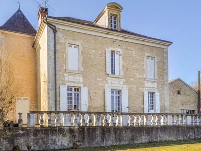 French property, houses and homes for sale in CHATEAU L EVEQUE Dordogne Aquitaine